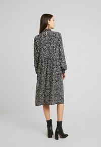 ONLY - ONLMOLLY MONO DRESS - Hverdagskjoler - black - 3