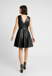ONLY - ONLCORINNE DRESS - Freizeitkleid - black - 3
