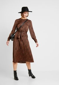ONLY - ONLALEXA MIDI DRESS - Korte jurk - leather brown/mini graphic - 2