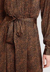 ONLY - ONLALEXA MIDI DRESS - Korte jurk - leather brown/mini graphic - 6