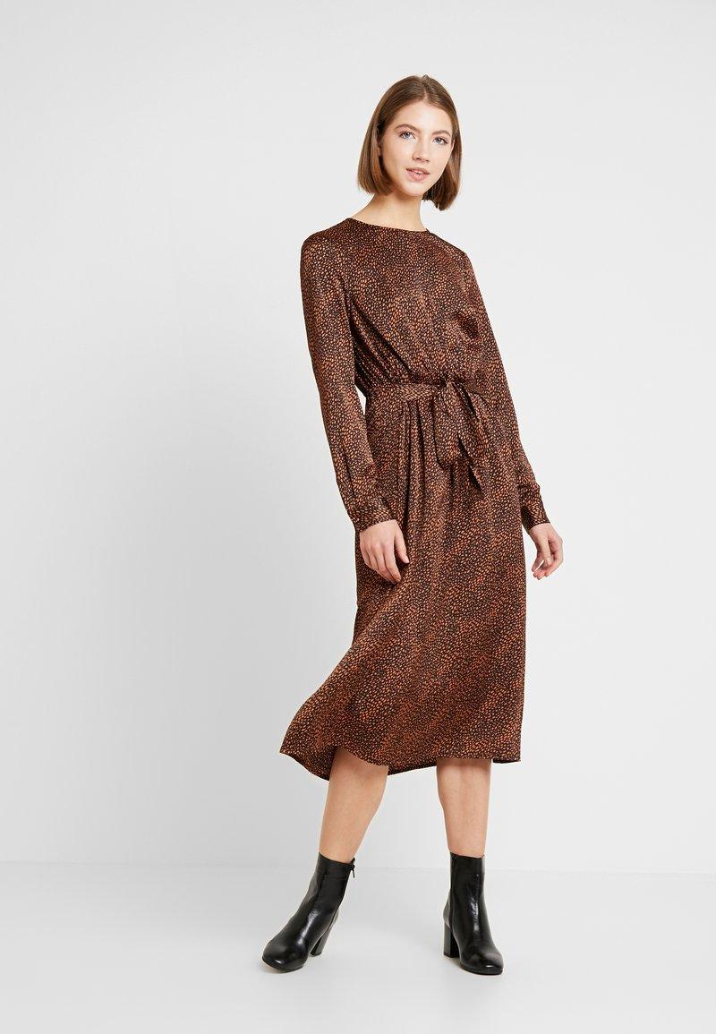 ONLY - ONLALEXA MIDI DRESS - Korte jurk - leather brown/mini graphic