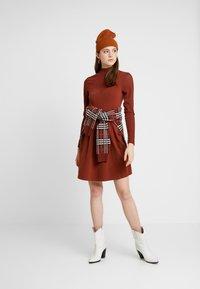 ONLY - ONLNIELLA DRESS - Trikoomekko - brown patina - 2
