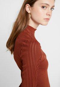 ONLY - ONLNIELLA DRESS - Trikoomekko - brown patina - 5