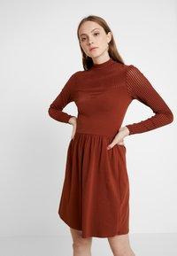 ONLY - ONLNIELLA DRESS - Trikoomekko - brown patina - 0