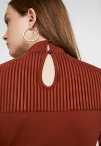ONLY - ONLNIELLA DRESS - Trikoomekko - brown patina - 7