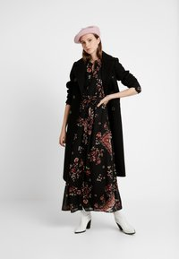 ONLY - ONLNINA ANCLE DRESS - Vestido largo - black/scarf brick dust - 2