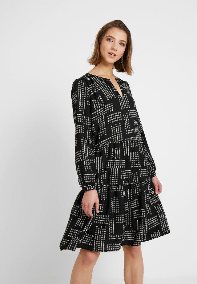 ONLCHICA DRESS - Robe d'été - black