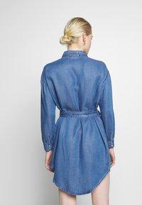 ONLY - ONLFBELISIMA KNEE DRESS - Košilové šaty - light blue denim - 2