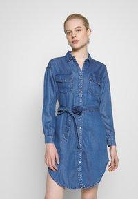 ONLY - ONLFBELISIMA KNEE DRESS - Košilové šaty - light blue denim - 0