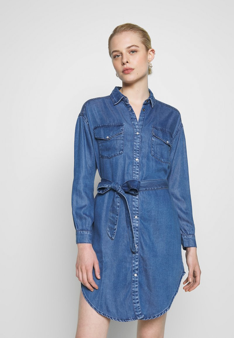 ONLY - ONLFBELISIMA KNEE DRESS - Košilové šaty - light blue denim