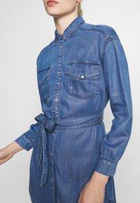 ONLY - ONLFBELISIMA KNEE DRESS - Košilové šaty - light blue denim - 5