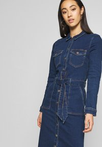 ONLY - ONLFLAKE BODYCON DRESS - Robe en jean - medium blue denim - 3