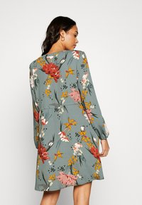 ONLY - ONLELEONORA DRESS - Kjole - balsam green/flower - 2