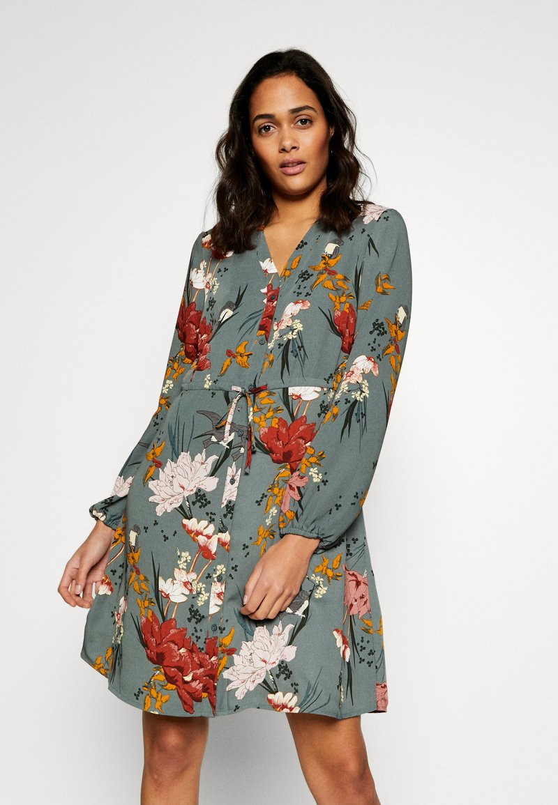 ONLY - ONLELEONORA DRESS - Kjole - balsam green/flower