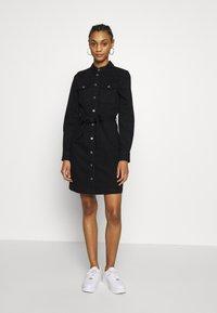 ONLY - ONLFEISTY BELT DRESS - Spijkerjurk - black denim - 1
