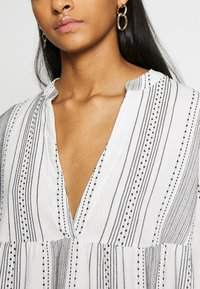 ONLY - ONLGRY ATHENA DRESS - Robe d'été - cloud dancer/black - 5