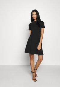 ONLY - ONLLIVE LOVE BOATNECK DRESS - Jerseyjurk - black - 1