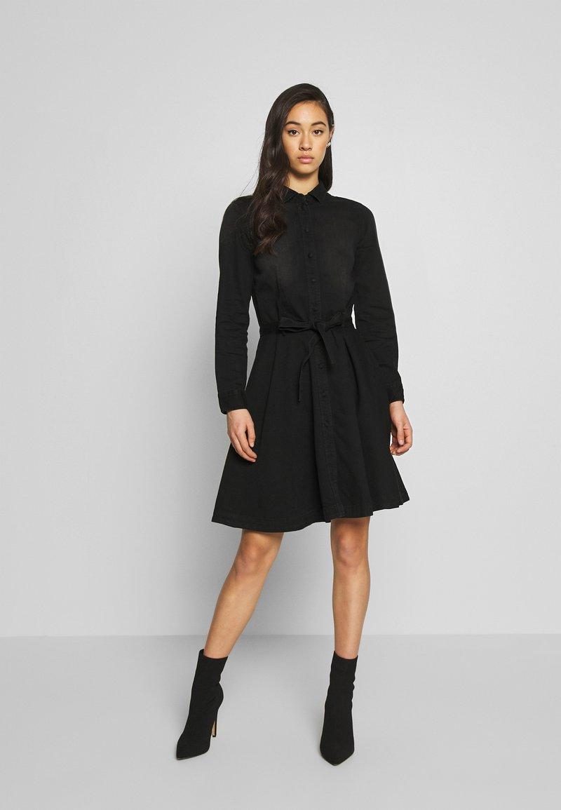 ONLY - ONLLIVIA DRESS - Denimové šaty - black
