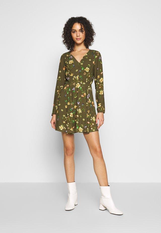 ONLCLAIRE SHORT DRESS - Korte jurk - kalamata/empowered flower