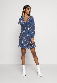 ONLY - ONLCLAIRE SHORT DRESS - Kjole - dark denim - 1