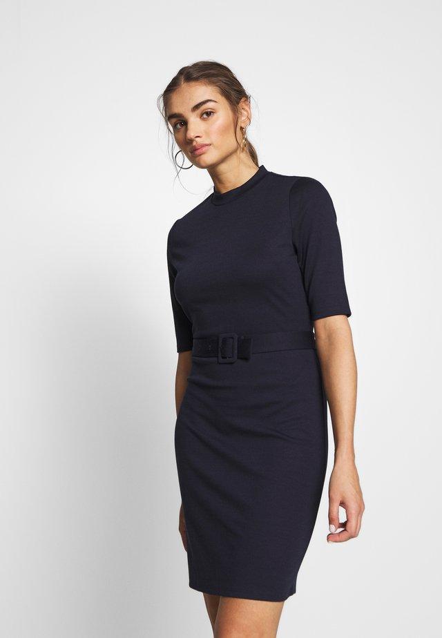 ONLFRIDA 3/4 BELTED DRESS - Pouzdrové šaty - night sky/solid