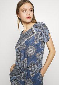 ONLY - ONLNOVA CONNIE BALI DRESS - Denní šaty - infinity - 5
