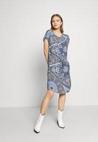 ONLY - ONLNOVA CONNIE BALI DRESS - Denní šaty - infinity - 2