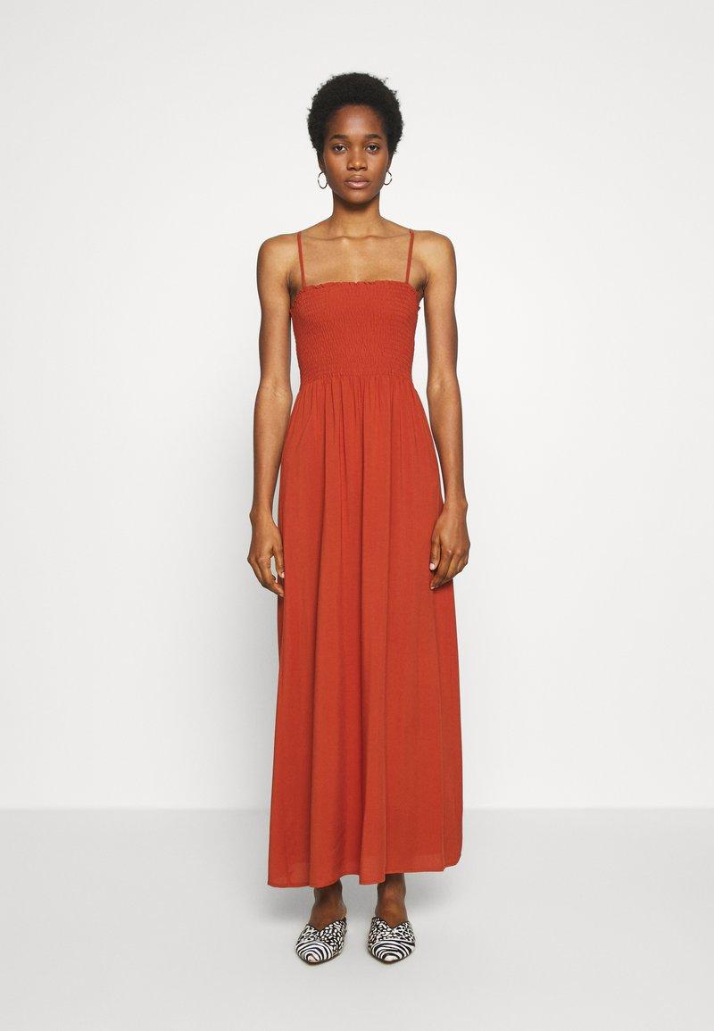 ONLY - ONLNOVA LIFE SMOCK DRESS SOLID - Maxi-jurk - arabian spice