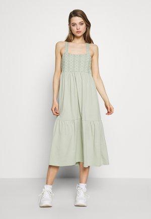 ONLVANNA DRESS - Vestito di maglina - desert sage