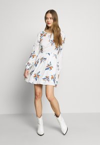 ONLY - ONLCARRIE TIE SHORT DRESS - Kjole - cloud dancer/nature mix - 2