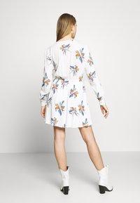 ONLY - ONLCARRIE TIE SHORT DRESS - Kjole - cloud dancer/nature mix - 3