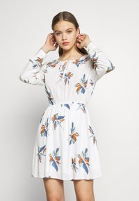 ONLY - ONLCARRIE TIE SHORT DRESS - Kjole - cloud dancer/nature mix - 0