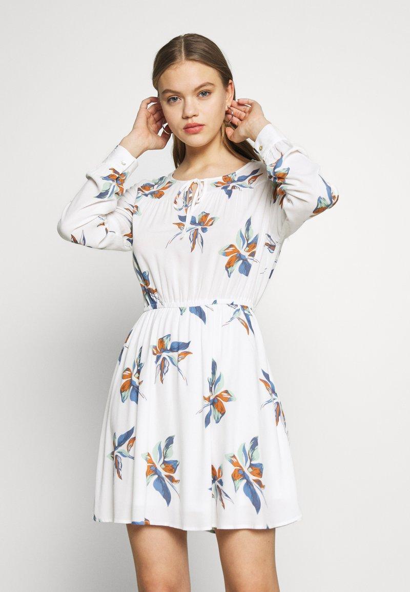 ONLY - ONLCARRIE TIE SHORT DRESS - Kjole - cloud dancer/nature mix