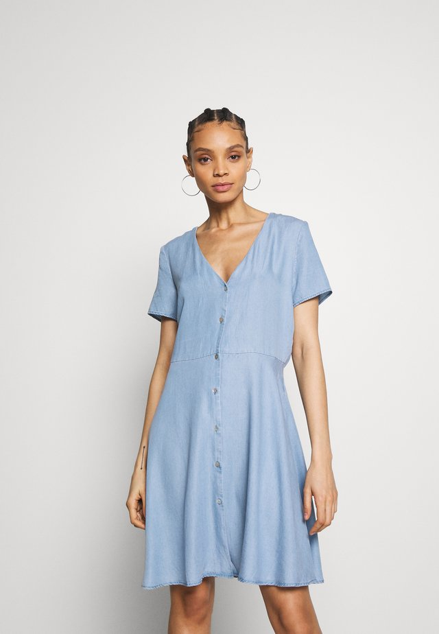 ONLMIRANDA SHORT BUTTON DRESS - Jeanskleid - light blue denim