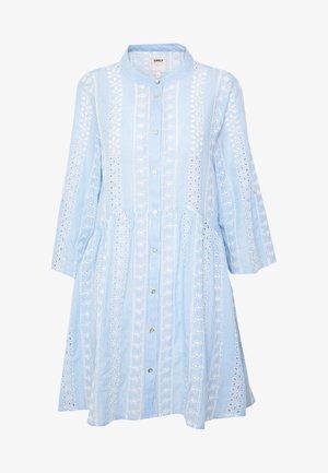 ONLCHICAGO MIRIAM DRESS FAN - Vapaa-ajan mekko - cloud dancer/medium blue