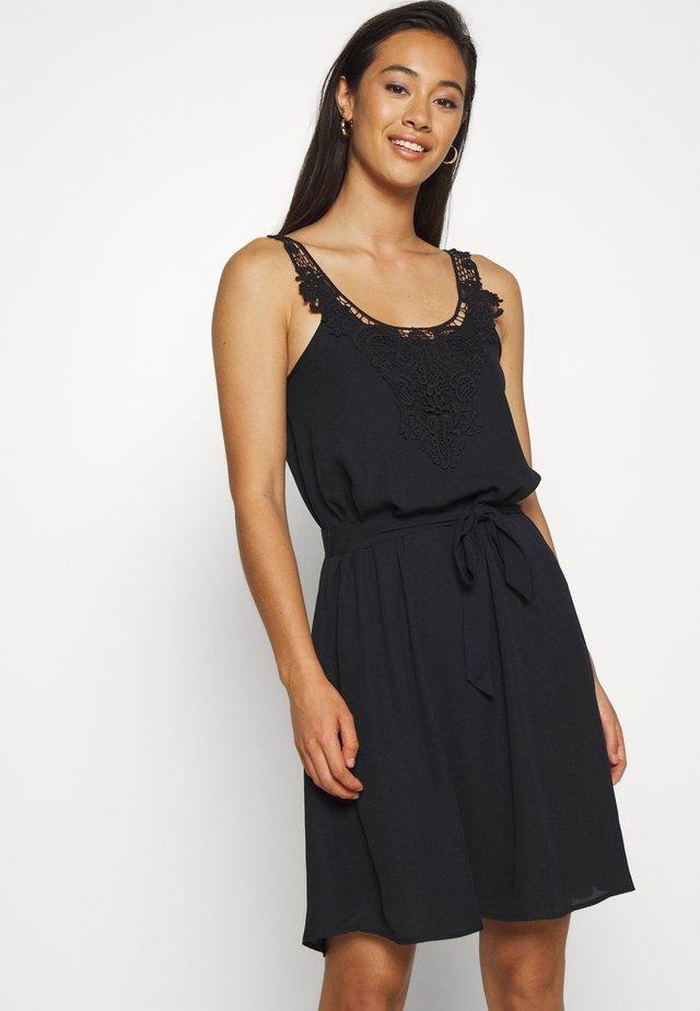 ONLBEVERLY ABOVE KNEE DRESS  - Freizeitkleid - black