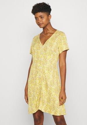 ONLALMA LIFE BUTTON DRESS - Denní šaty - cloud dancer/pineapples
