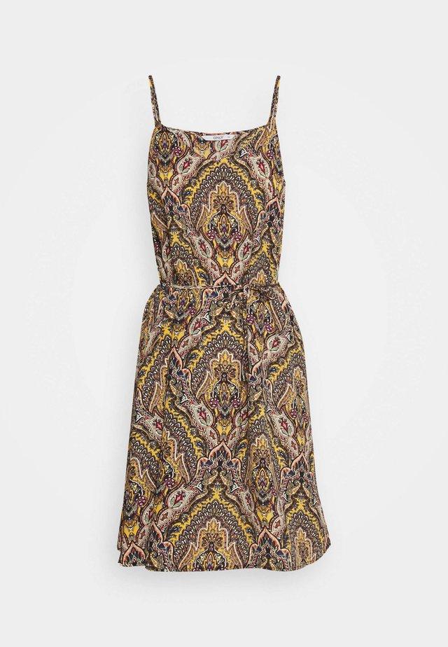 ONLHANNA SHORT STRAP DRESS - Denní šaty - golden spice