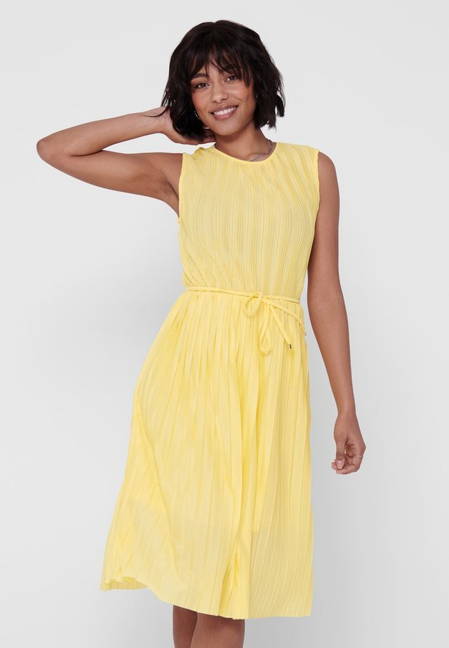 PLISSEE - Day dress - dusky citron