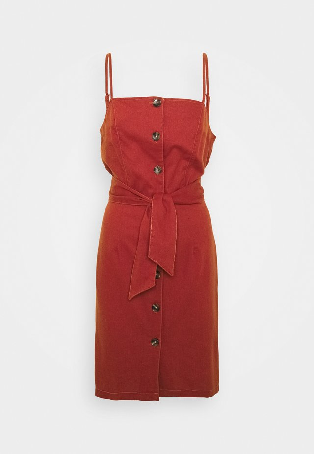 ONLEMBER BIBS STRAP SHORT DRESS - Korte jurk - burnt henna