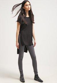 ONLY - ONLJEWEL - T-shirts print - black - 0