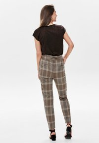 ONLY - T-shirt basic - brown - 2