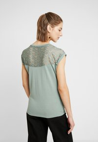 ONLY - T-shirt imprimé - chinois green - 2