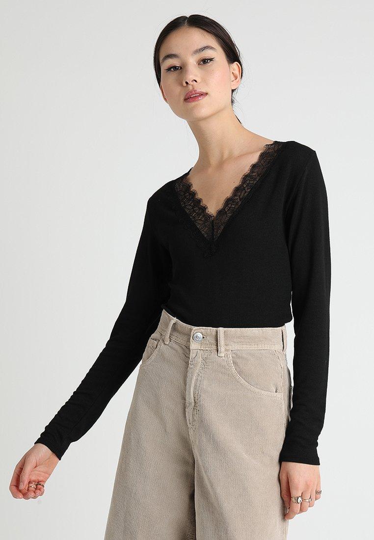 ONLY - ONLPINAR V-NECK - Stickad tröja - black