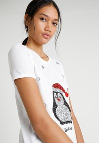 ONLY - ONLCHRISTMAS BLING BOX - T-shirts med print - bright white - 3