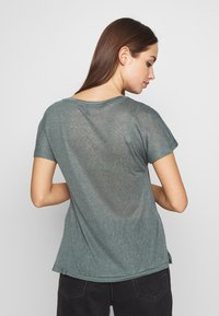 ONLY - ONLRILEY BLING - T-shirt con stampa - balsam green/embellishment - 2