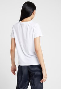 ONLY - ONLFRIDA - T-shirt con stampa - white/table - 2