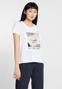 ONLY - ONLFRIDA - T-shirt con stampa - white/table - 0