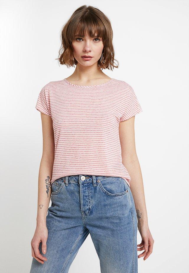 ONLWINNIE NECK - Camiseta estampada - high risk red/cloud dancer
