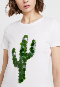 ONLY - T-shirt con stampa - bright white - 4